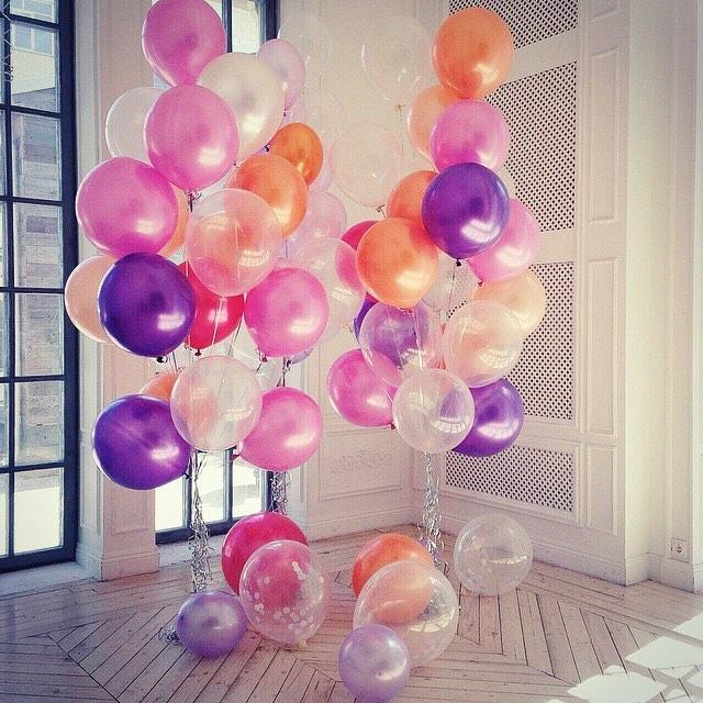 Фото цветов в коробке и воздушных шаров