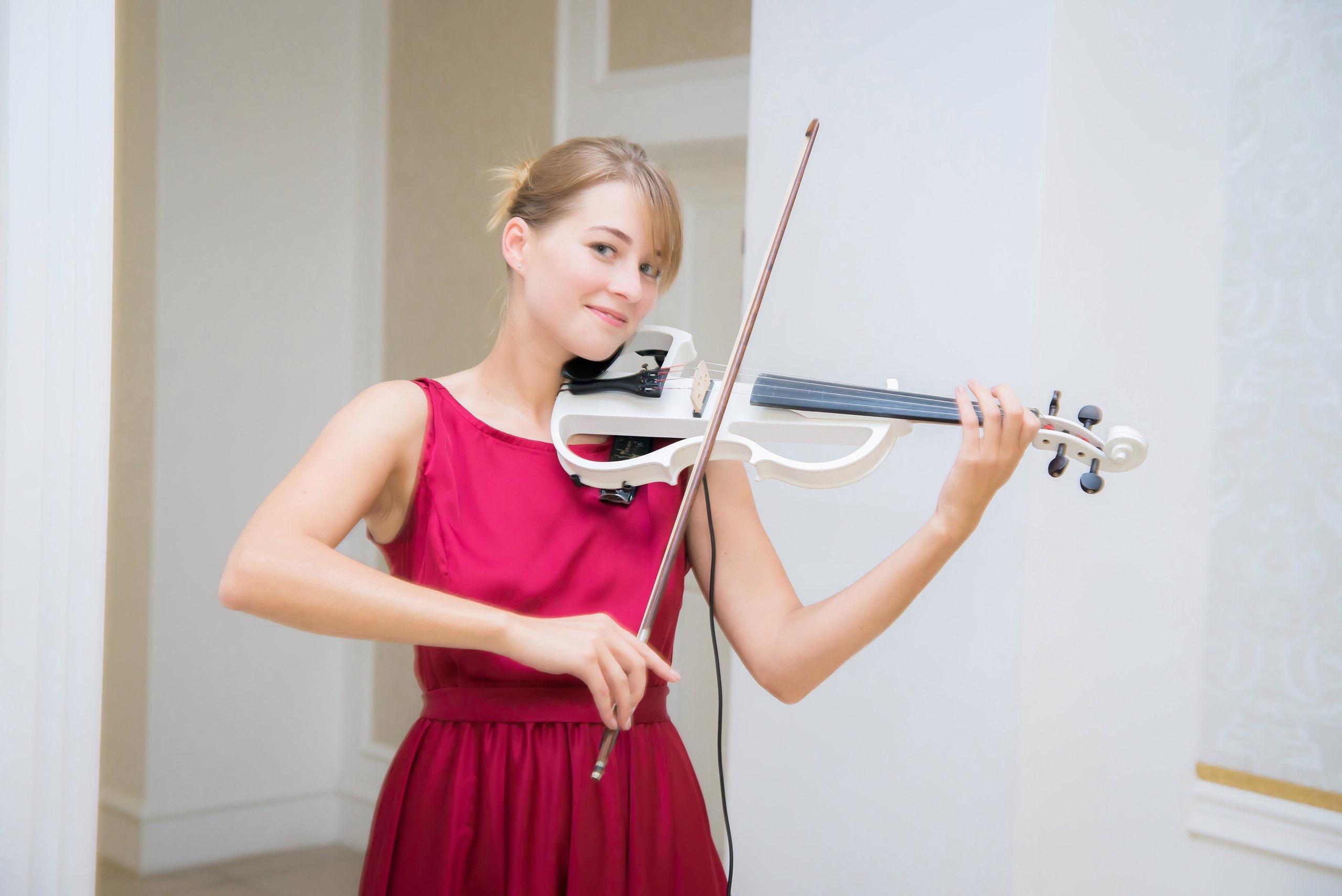 Алена Воробьева Электроскрипка в Калининграде8