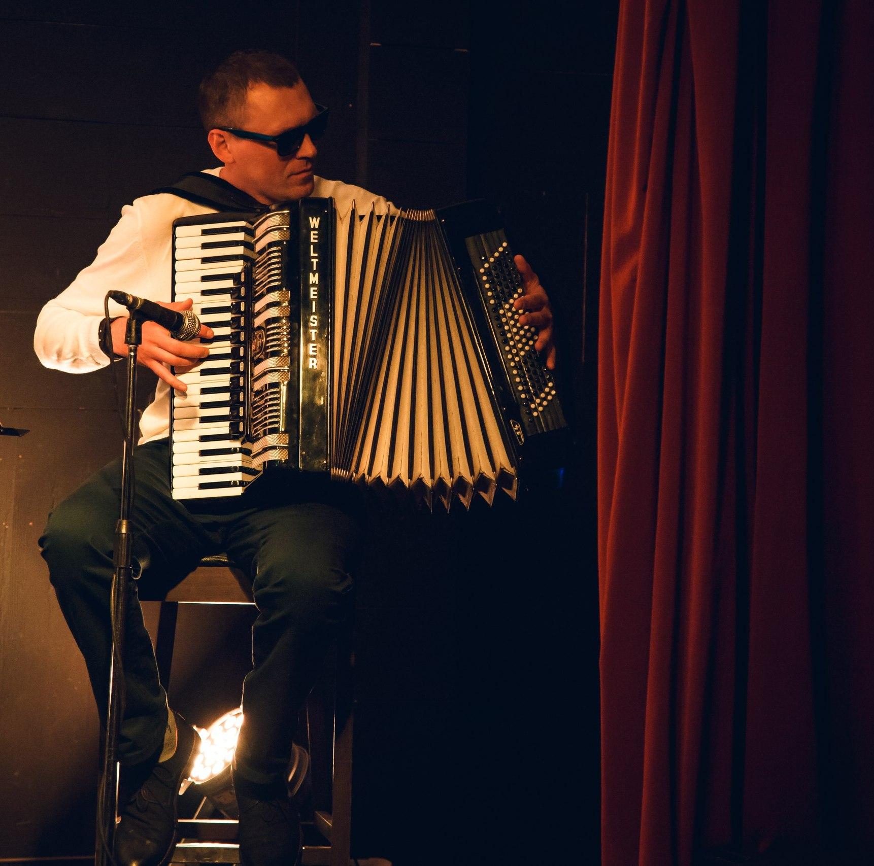 Алексей Згама аккордеонист в Калининграде8