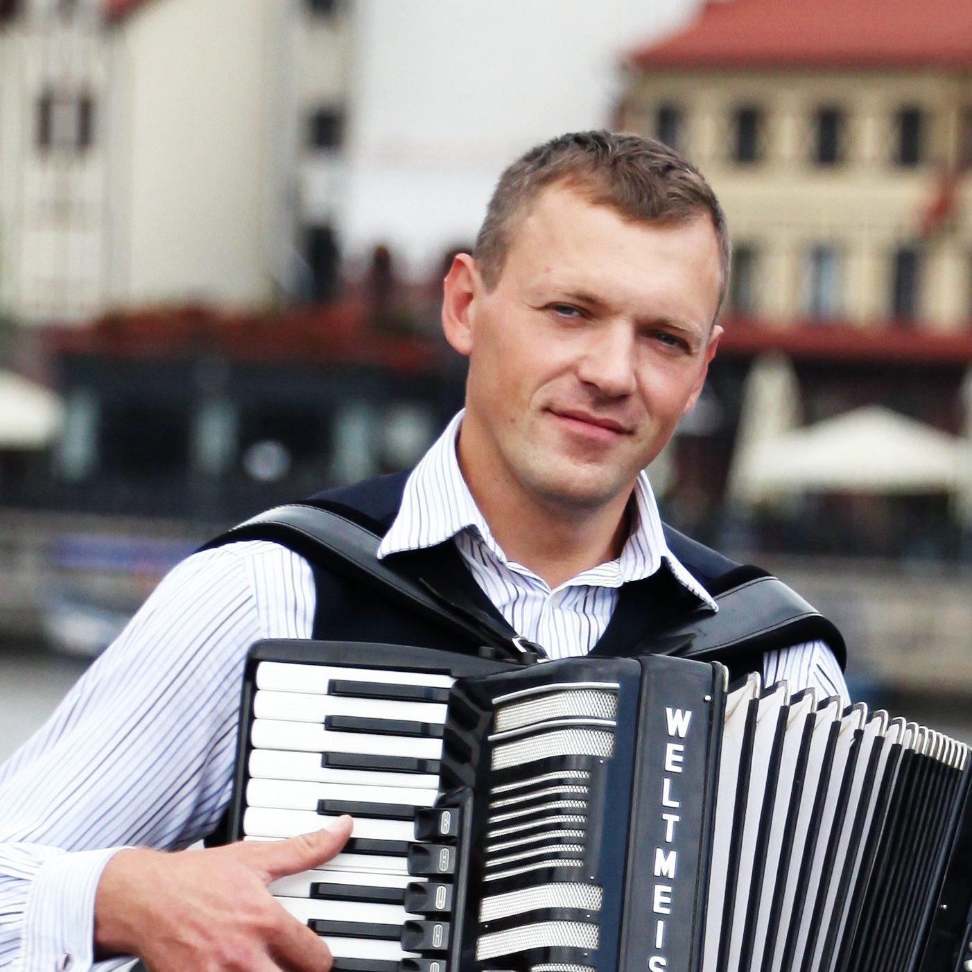 Алексей Згама аккордеонист в Калининграде1